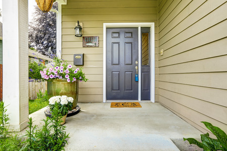 Photo pour Entrance porch with concrete floor decorated with flower pots - image libre de droit