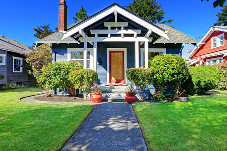 Photo pour Simple house exterior with tile roof. Front porch with curb appeal - image libre de droit