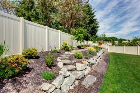 Photo pour Big house with fenced backyard patio and landscape design - image libre de droit
