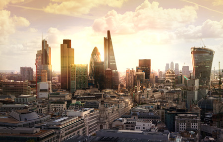Foto de London sunset. View on business modern district - Imagen libre de derechos