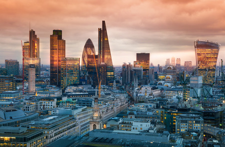 Foto de LONDON, UK - JANUARY 27, 2015: City of London, business and banking aria. London\'s panorama in sun set. View from the St. Paul cathedral - Imagen libre de derechos
