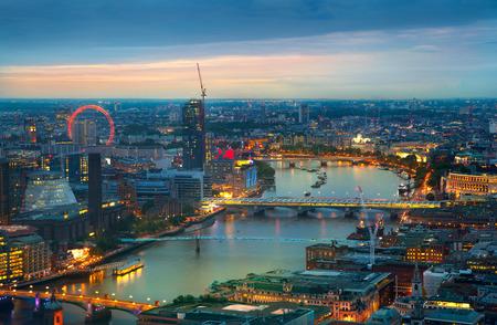 Foto de London at sunset. City background. Night lights - Imagen libre de derechos