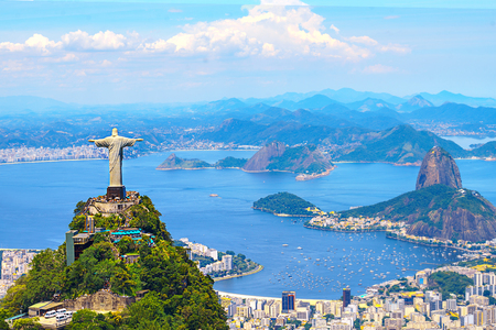 Foto per Aerial view of Rio de Janeiro with Christ Redeemer and Corcovado Mountain. Brazil. Latin America, horizontal - Immagine Royalty Free