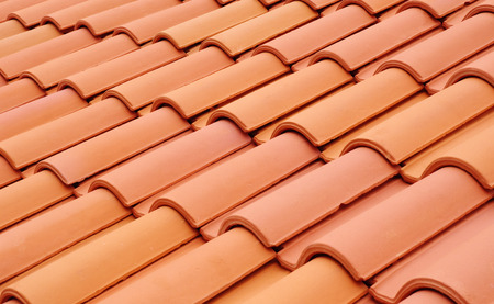 Photo pour New roof with ceramic tiles closeup - image libre de droit
