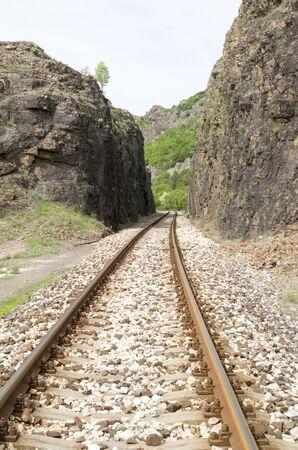 Foto de Railway dug into the rocks n the mountain in Bulgaria, Europe - Imagen libre de derechos