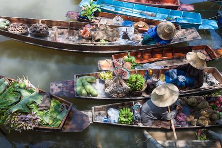 Foto de Floating market in Thailand. - Imagen libre de derechos