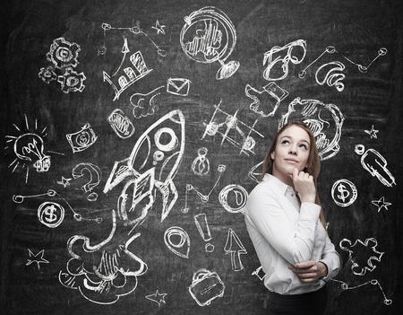 Foto de Young woman is thinking about future education opportunities - Imagen libre de derechos