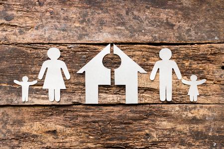 Photo pour paper family and a cut house concept divorce - image libre de droit