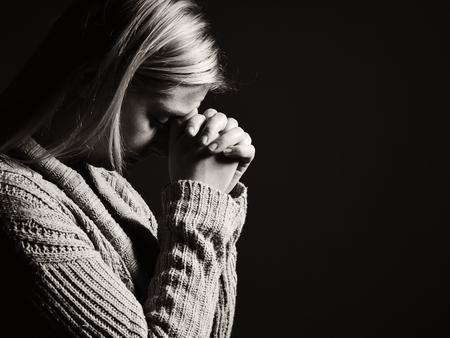 Foto de Praying woman. - Imagen libre de derechos
