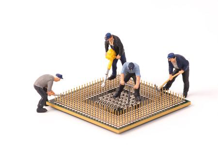 Photo pour miniature people repair cpu board,teamwork and technology concept - image libre de droit