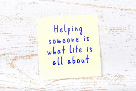 Foto de Positive inspiring quote handwritten on sticky note. - Imagen libre de derechos