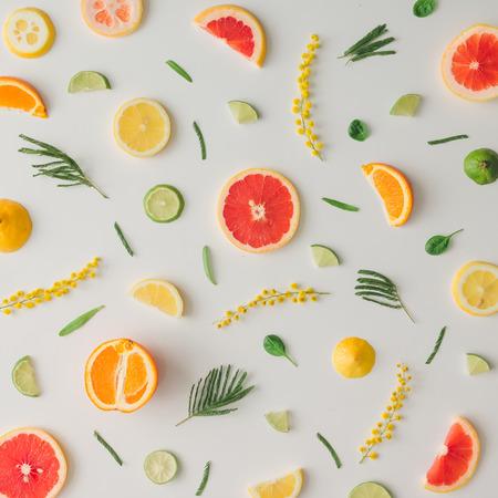 Photo pour Colorful food pattern made of lemon, orange, grapefruit and flowers. Flat lay. - image libre de droit