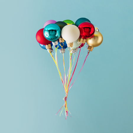Photo pour Balloons made of colorful Christmas baubles decoration on blue background. Minimal Christmas concept. - image libre de droit