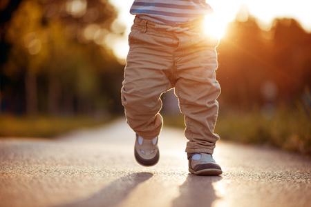 Foto für Baby's first steps.The first independent steps. - Lizenzfreies Bild