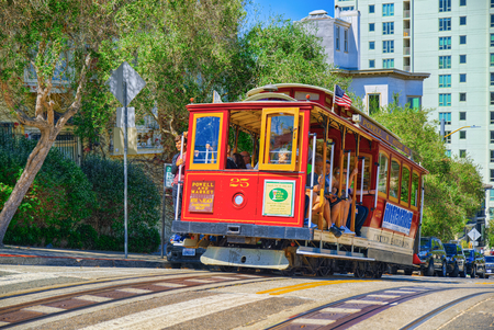 Foto de San Francisco, California, USA - September 09, 2018: Retro, vintage and tourist  cable car. - Imagen libre de derechos