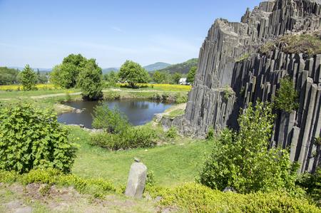 Photo pour National Natural Monument named Panska skala, columnar jointed basalt rock in Kamenicky senov village in Czech republic, tourist attraction, sunny day and blue sky - image libre de droit