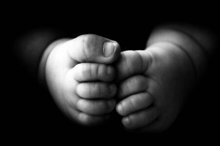 Photo pour Baby's feet black and white, - image libre de droit