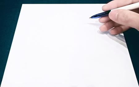 Photo pour fill signing contract on white paper - image libre de droit
