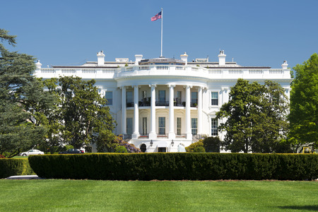 Foto de White House on deep blue sky background - Imagen libre de derechos