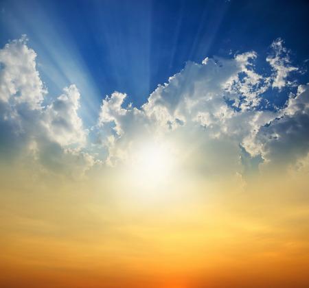 Photo pour Sunset with sun rays - image libre de droit
