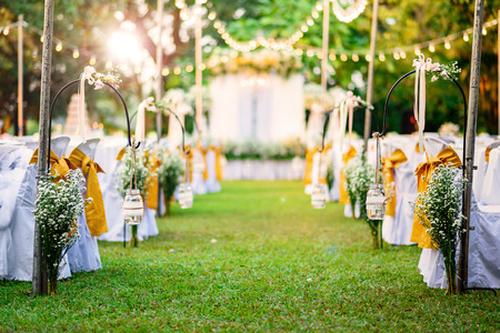 Foto de Beautiful Wedding ceremony in garden at sunset - Imagen libre de derechos