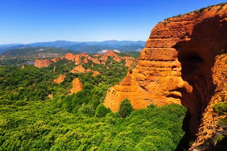 Foto de Las Medulas - historical site with abandoned gold mine. Province of Leon,  Spain - Imagen libre de derechos