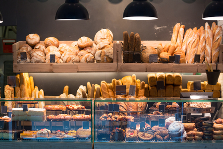 Foto de Modern bakery with assortment of bread, cakes and buns - Imagen libre de derechos
