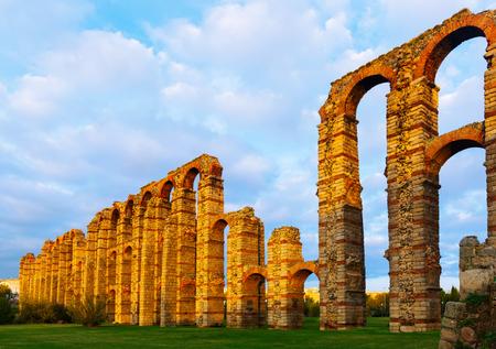 Foto de Acueducto de los Milagros at Merida. Spain - Imagen libre de derechos