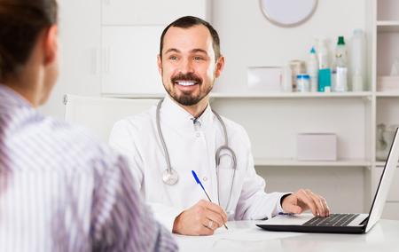 Foto de Man doctor consultation client in hospital - Imagen libre de derechos