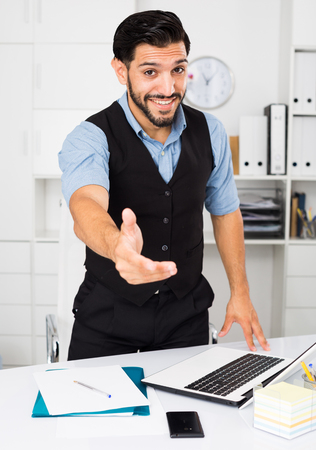 Photo pour Office worker is ready to meet client in cabinet. - image libre de droit