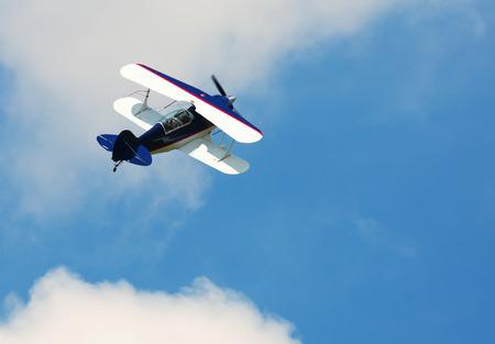 Foto de Image of sports plane flying rapidly  in the sky, outdoor photo - Imagen libre de derechos