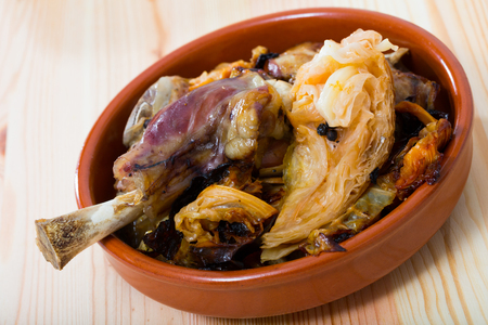 Photo pour Traditional Norwegian Farikal - stewed mutton meat with cabbage and peppercorns served in clay dishware - image libre de droit