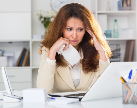 Photo pour Woman is upset because of complicated issue with project in the office. - image libre de droit