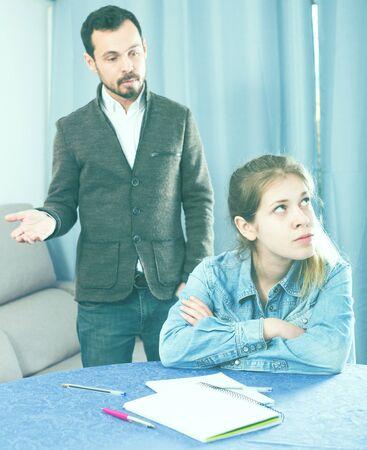 Foto de Young father quarrelling with his daughter teenager at home - Imagen libre de derechos