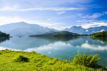 Photo pour Scenery of Sun Moon Lake in Taiwan, Asia. - image libre de droit