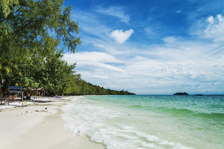 Foto de quiet empty paradise beach in koh rong island near sihanoukville cambodia - Imagen libre de derechos