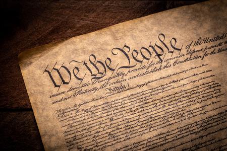 Foto de A copy of the Constitution of the United Sates of American on a wooden background - Imagen libre de derechos