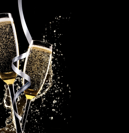 Photo pour Glasses of champagne with splash, isolated on black background - image libre de droit
