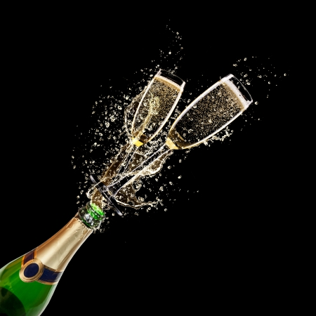 Photo pour Glasses of champagne with bottle, isolated on black background - image libre de droit