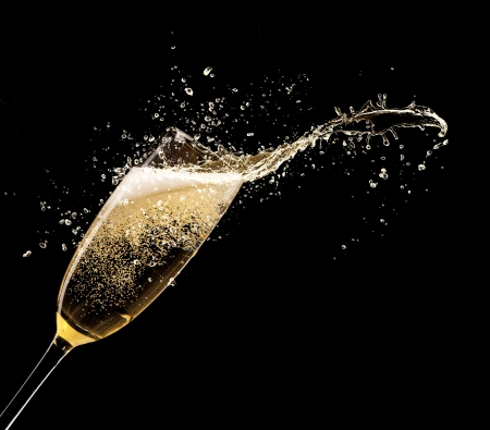 Photo pour Glass of champagne with splash, isolated on black background - image libre de droit