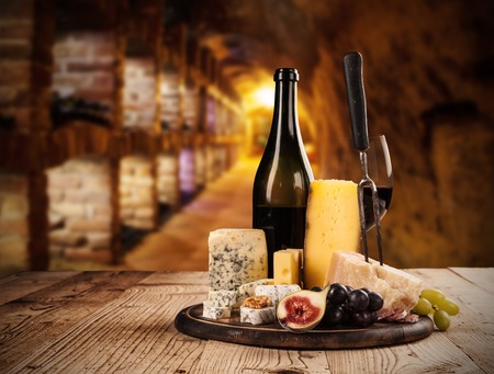Photo pour Various kind of cheese with red wine in cellar - image libre de droit
