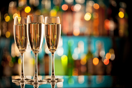 Photo pour Glasses of champagne in holiday setting, served on bar counter - image libre de droit
