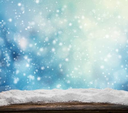 Foto de Winter snowy abstract background with pile of snow on wood - Imagen libre de derechos