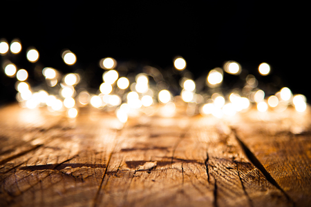Photo pour Blur christmas lights on wooden planks, low depth of focus with copyspace - image libre de droit