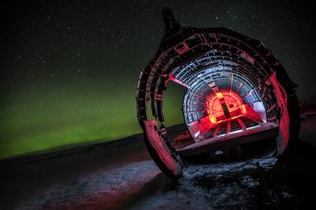 Foto de Beautiful illuminated airplane wreck on Solheimasandur, Iceland. Famous tourist place of abandoned wreck of American navy, Dakota. - Imagen libre de derechos