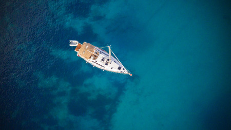 Photo pour Aerial view of sailling boat. Outdoor water sports, yachting. - image libre de droit