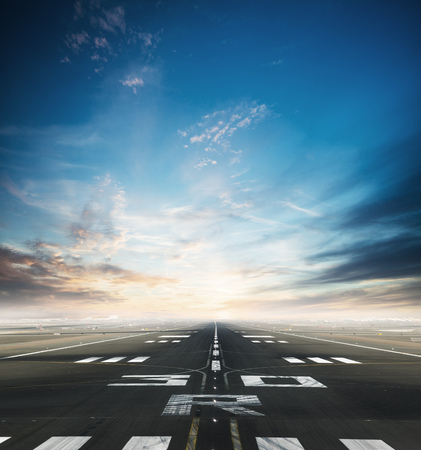 Photo pour Empty asphalt airport runway with dramatic sky. - image libre de droit