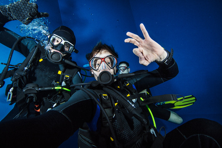 Photo for Young men scuba divers making selfie. Underwater sport and leasure activities. - Royalty Free Image