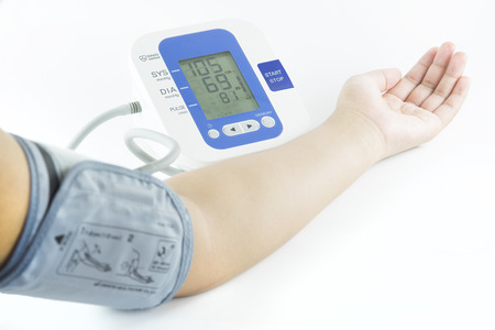 Foto de Show how to measure blood pressure with electronic blood pressure meter - Imagen libre de derechos