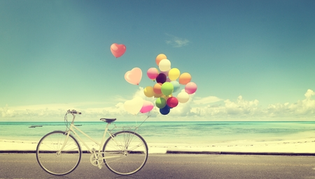 Photo pour bicycle vintage with heart balloon on beach blue sky concept of love in summer and wedding - image libre de droit